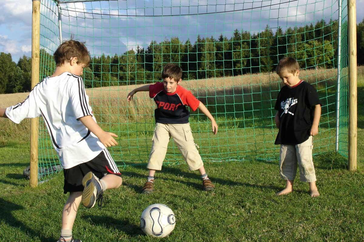 Kinder Fussball Wiese
