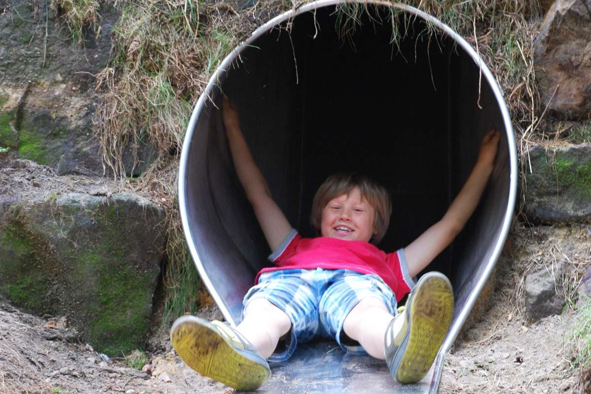 Kinderrutsche in der Waldhusche
