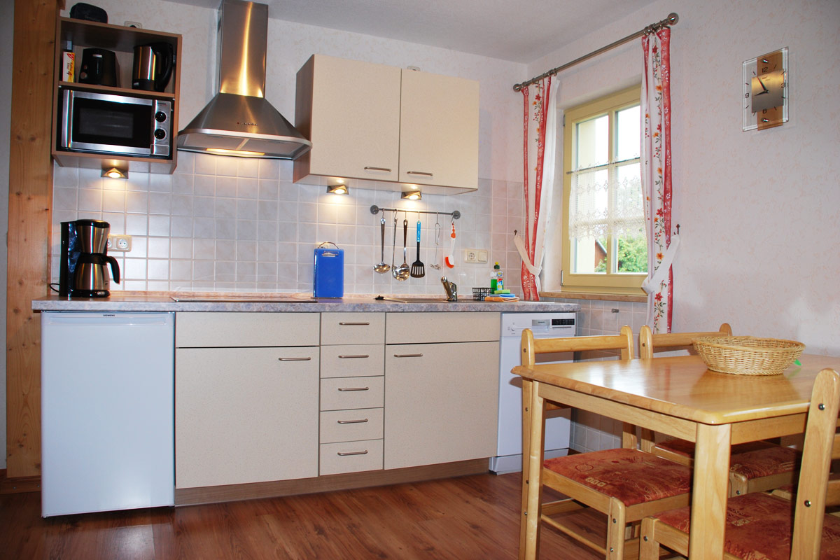 Ferienhaus am Osterbrunnen - Ferienwohnung 1 und 2 - Küche mit Esstisch