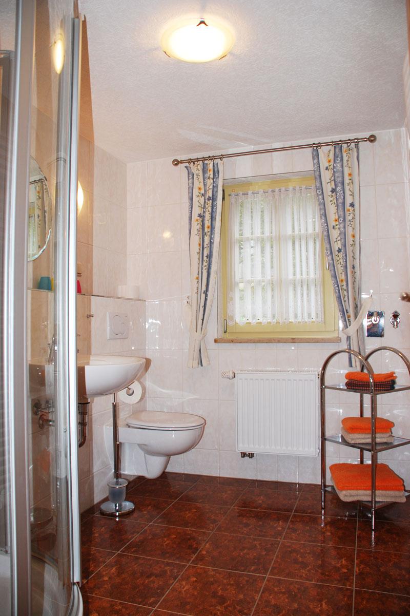 Ferienhaus am Osterbrunnen - Ferienwohnung 3 - Badezimmer mit WC und Dusche
