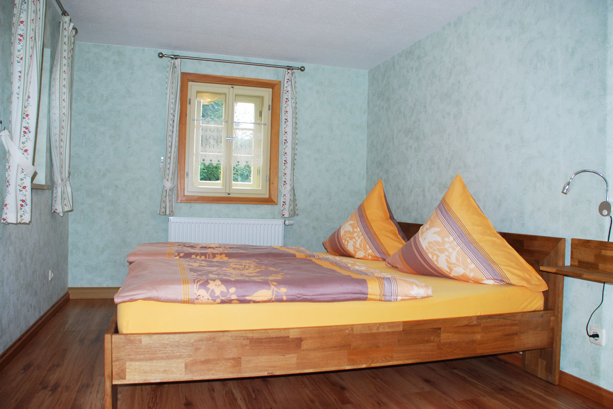 Ferienhaus am Osterbrunnen - Ferienwohnung 3 - Schlafzimmer mit Doppelbett
