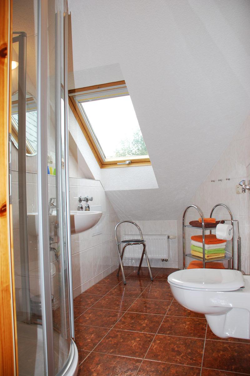 Ferienhaus am Osterbrunnen - Ferienwohnung 4 - Badezimmer mit WC und Dusche