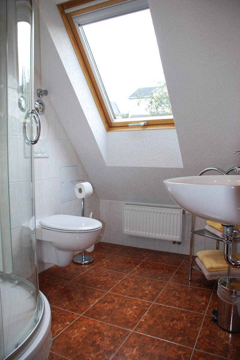 Ferienhaus am Osterbrunnen - Ferienwohnung 5 - Badezimmer mit WC und Dusche