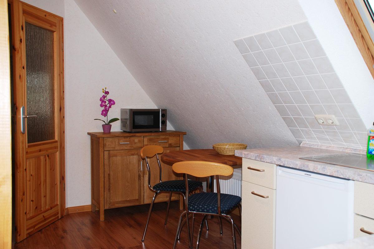 Ferienhaus am Osterbrunnen - Ferienwohnung 5 - Küche mit Mikrowelle